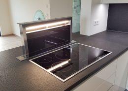 küche offen mit ausfahrbarem dunstabzug