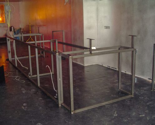 herstellen und einbauen einer bar-einrichtung